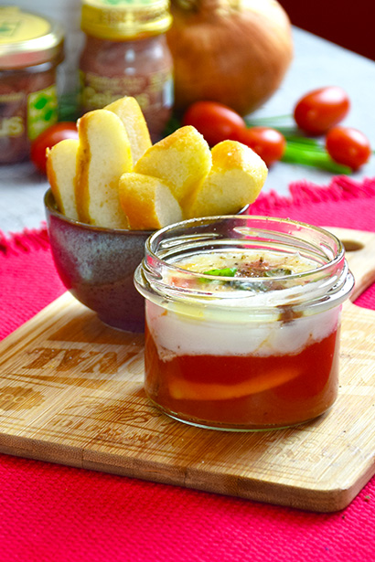 """Eggs and Delicius Rolled """"Superior"""" Anchovies in Pot Cooking"""
