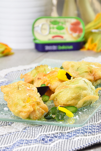 Squash blossoms (with mozzarella and anchovies) and courgette sauce