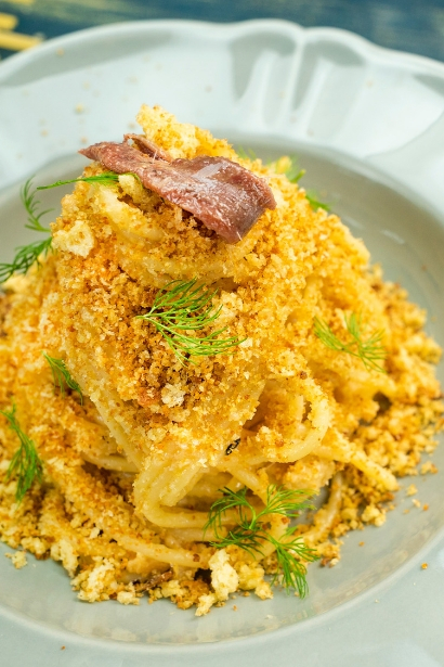Breadcrumbs and Delicius Anchovies Pasta