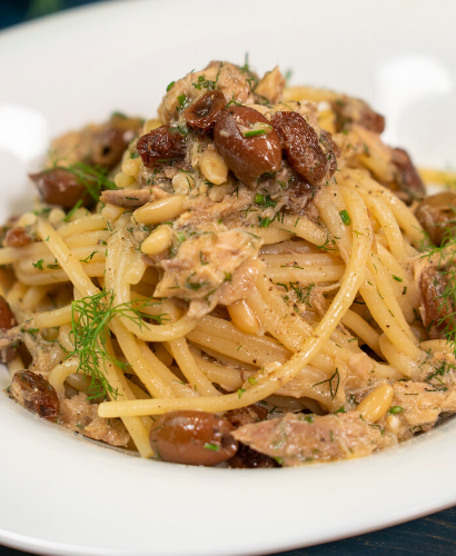Spaghetti Pasta with mackerel fillets, olives, capers, raisins, pine nuts and fennel