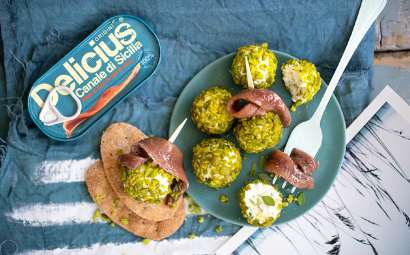 Ricotta croquette with green sauce and anchovies