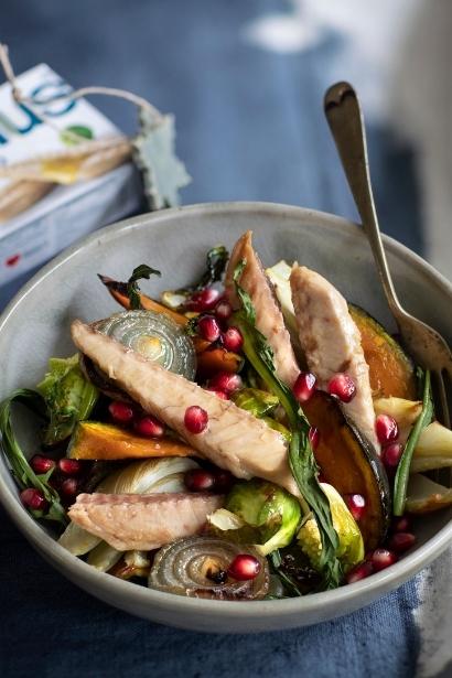 Insalata di verdure al forno con gli sgombri