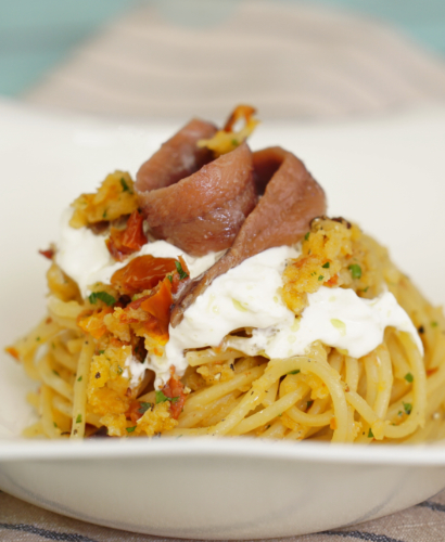 Spaghetti, burrata e filetti di Alici del Mar Cantabrico