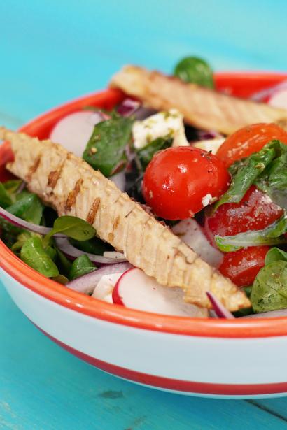 Spring Salad with Delicius Grilled Mackerel